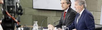 El ministro de Educación, Cultura y Deporte y portavoz del Gobierno, Íñigo Méndez de Vigo, y el ministro de Fomento, Íñigo de la Serna, durante la rueda de prensa posterior al Consejo de Ministros.  La Moncloa, Madrid - 20/04/2018
