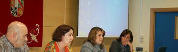 Carmen Vázquez, segunda por la izquierda, inaugura la segunda edición de este Máster