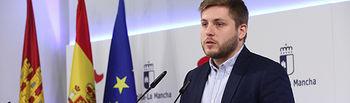 El portavoz del Gobierno regional, Nacho Hernando, informa de los acuerdos del Consejo de Gobierno, en el Palacio de Fuensalida. (Foto: Álvaro Ruiz // JCM)