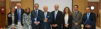 Jaime González González junto a los miembros de su tribunal y la decana de la Facultad de Terapia Ocupacional, Logopedia y Enfermería.