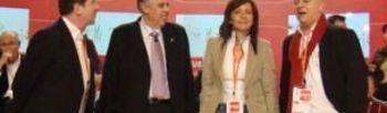 Carmen Oliver junto a los alcaldes que han participado en la mesa redonda