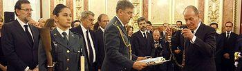 Don Juan Carlos entrega personalmente a título póstumo a Suárez el collar de la Real Orden de Carlos III