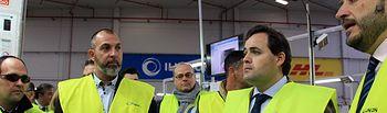 Núñez visita la empresa logística DHL, en Quer.