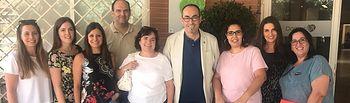 De la Rosa se ha reunidocon delegadas sindicales de la residencia de mayores de Valdepeñas (Ciudad Real), DomusVi Monte Val, junto a la secretaria general de la Federación de Sanidad y Sectores Sociosanitarios de CCOO en la región, Chelo Cuadra, y el secretario general de CCOO de Ciudad Real, José Manuel Muñoz.