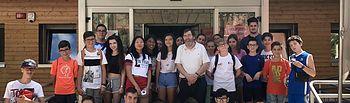 El concejal José María Martínez visita la Escuela de Verano Joven por la que pasarán  cien participantes.