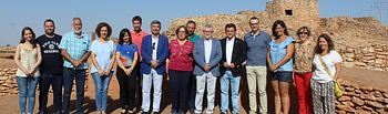 El consejero de Educación, Cultura y Deportes ha visitado el yacimiento arqueológico de la Motilla del Azuer y ha firmado un convenio de colaboración con el alcalde de Daimiel