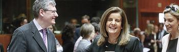 El comisario europeo de Empleo y Asuntos Sociales, Laszlo Andor, y la ministra española de Empleo, Fátima Báñez (EFE)