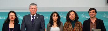 Las tres investigadoras junto al presidente de la Diputación, José Manuel Tofiño, y al responsable de Medio Ambiente, Enrique García.