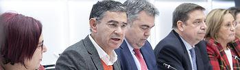 González Ramos, junto a Santos Cerdán, secretario de Coordinación Territorial de la ejecutiva federal, y el ministro Luis Planas (PSOE). Foto: EVA ERCOLANESE