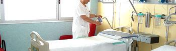 Imagen de una de las habitaciones de la nueva Unidad de Hospitalización con 30 camas que se ha abierto esta semana en el Hospital General 'La Mancha Centro' de Alcázar de San Juan (Ciudad Real).