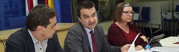 Toledo, 10-01-2017.- El consejero de Agricultura, Medio Ambiente y Desarrollo Rural, Francisco Martínez Arroyo, durante la reunión que ha mantenido con representantes de las organizaciones profesionales agrarias (ASAJA, UPA y COAG), en la Consejería de Agricultura. (Foto: Álvaro Ruiz // JCCM)