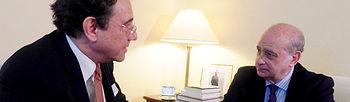 .- El ministro del Interior, Jorge Fernández Díaz y el embajador de la Union Europea (Foto: Ministerio de Interior)
