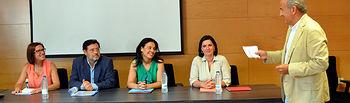 En la mesa, desde la izquierda, Victoria Sobrino, Miguel Beltrán, Pilar Zamora y Mayte Fernández. De pie, Juan Ramón de Páramo