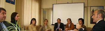 Rafael Cabanillas, director general de Turismo, y Ángela Ambite, delegada provincial de Turismo y Artesanía en Guadalajara, presidieron la reunión con los representantes de las empresas adjudicatarias de las actuaciones incluidas en la segunda fase del Plan del Fomento del Turismo en Molina de Aragón y el Alto Tajo.