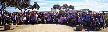 Los aficionados almodovareños, posando en una de las fincas de Victorino visitadas.