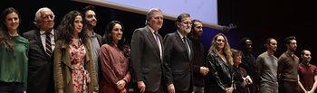 """El presidente del Gobierno, Mariano Rajoy, junto a los miembros de la joven Compañía de Teatro Clásico que ha intervenido en los actos de presentación del proyecto """"El español, lengua global"""", en el Museo Nacional Centro de Arte Reina Sofía."""