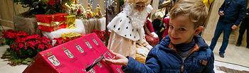 Los Reyes Magos reciben las últimas cartas de los niños en el Ayuntamiento de Albacete. Foto: Manuel Lozano García / La Cerca