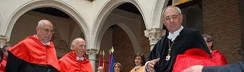 El rector entregó a los penalistas el nombramiento y el birrete laureado.