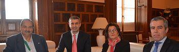 Álvaro Gutiérrez con responsables de la Cámara de Comercio de Toledo y la Asociación de Hostelería