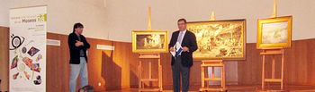 Imagen del director general de Patrimonio y Museos, Enrique Lorente, durante la presentación de los cuadros de Ricardo Arredondo, que ha adquirido la Consejería de Cultura.
