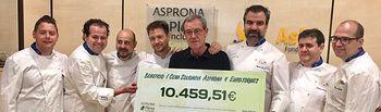 Euro-Toques entrega a ASPRONA el cheque con la recaudación de la I Cena Solidaria