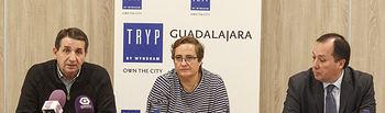 Presentación de la Liga de Fútbol Sala Benjamín y Prebenjamín, Carmen Cámara, presidenta Agrupación Fútbol Salay director del hotel TRYP