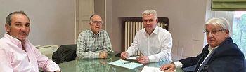 Encuentro del presidente de la Diputación de Guadalajara, José Luis Vega, con la nueva junta directiva de Recamder.  .