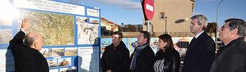 El presidente de Castilla-La Mancha, Emiliano García-Page, inaugura la mejora del tramo de la carretera CM-5007 entre las localidades de Méntrida y Valmojado, realizada por el Gobierno regional. Rotonda del kilómetro 7,600 de la carretera CM-5007. (Foto: José Ramón Márquez // JCCM)