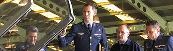 S.A.R. el Príncipe de Asturias, durante su visita a la Maestranza Aérea de Albacete.