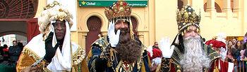 Sus Majestades los Reyes Magos de Oriente saludan a los niños en Albacete.