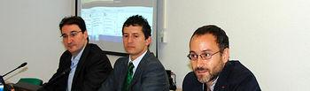 Crescencio Bravo -centro- flanqueado por Eduardo Fernández-Medina (izquierda) y Andrés Prado