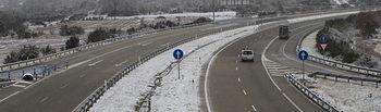 Nieve. Autovía. Foto de Archivo.