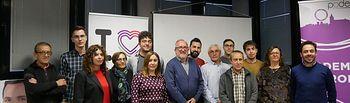 Los candidatos de Unidas Podemos con integrantes de la candidatura de Unidas IU La Roda.