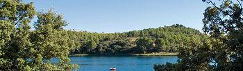 En las Lagunas de Ruidera, tanto dentro como fuera del agua, se pueden practicar gran variedad de deportes al aire libre.