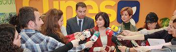 La portavoz del Gobierno de Castilla-La Mancha, Isabel Rodríguez, durante sus declaraciones a los medios de comunicación en Albacete.
