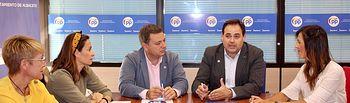 Paco Núñez, mantiene  una reunión con el grupo municipal del Ayuntamiento de Albacete.