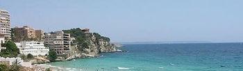 Vista de una de las playas de Palma de Mallorca. En esta isla la banda asesina ETA está realizando este verano diversos atentados.
