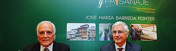 """Barreda en la presentación del libro """"Cuenca. Paisaje y Paisanaje"""", junto al periodista conquense, Raúl del Pozo, que afirmó que en el texto se homenajea a los que han labrado la tierra de esta región para fortalecer las raíces del progreso."""