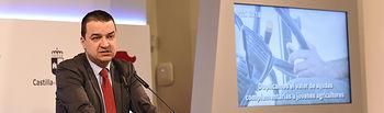 El consejero de Agricultura, Medio Ambiente y Desarrollo Rural, Francisco Martínez Arroyo, ofrece una rueda de prensa, en el Palacio de Fuensalida, para informar de asuntos tratados en el Consejo de Gobierno relacionados con su departamento. (Foto: José Ramón Márquez // JCCM)