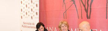 De izqda. a dcha.: Pilar Tomás, María Ángeles Zurilla y José Luis de la Fuente.
