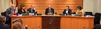El vicepresidente de Castilla-La Mancha, José Luis Martínez Guijarro, y la consejera de Igualdad y Portavoz, Blanca Fernández, comparecen en la Comisión de Economía y Presupuestos de las Cortes de Castilla-La Mancha. (Fotos: José Ramón Márquez // JCCM).