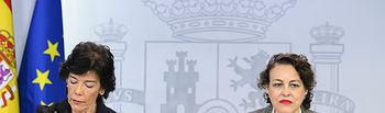 La ministra de Educación y Formación Profesional y portavoz del Gobierno en funciones, Isabel Celaá, y la ministra de Trabajo, Migraciones y Seguridad Social en funciones, Magdalena Valerio, llegan a la rueda de prensa posterior al Consejo de Ministros.