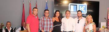 Concejales del Grupo Popular de Hellín y diputados provinciales, en el stand de la Diputación Provincial.