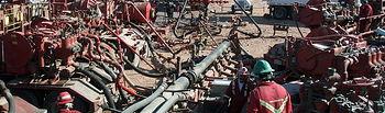 Pozo de fracturación hidráulica en funcionamiento. Foto: wikipedia.org.