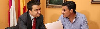 de Iz. a d., Francisco Martínez Arroyo y Julián Morcillo, en la reunión celebrada esta mañana.