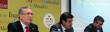 El vicerrector de Transferencia y Relaciones con Empresas, el alcalde de Almadén y el director de la Escuela de Ingeniería Minera e Industrial