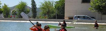 Como complemento a las clases de inglés, los jóvenes disfrutan realizando deportes acuáticos como kayak o snorkel.