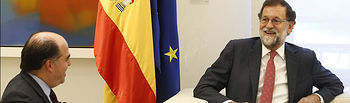 El presidente del Gobierno, Mariano Rajoy, durante la reunión que ha mantenido con el presidente de la Asamblea Nacional de Venezuela, Julio Borges, en La Moncloa.