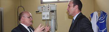 Fotografía de la visita del delegado de la Junta, Pedro Antonio Ruiz Santos a las instalaciones de la Mutua Solimat en Albacete capital.