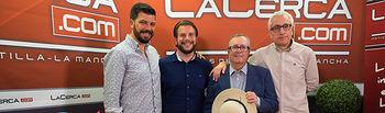 """Javier de Esperanza, Torero de Plata; Óscar Colmenar Cantos, nieto de Juan Cantos \""""Pimpi de Albacete\""""; Juan Cantos \""""Pimpi de Albacete\""""; y Manuel Lozano, director del Grupo Multimedia de Comunicación La Cerca."""